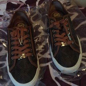 Women's Michael Kors sized 9M Sneakers